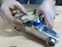 Ремонт смесителя для ванной: причины поломки и способы ремонта