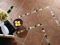 Вариант укладки плитки на деревянный пол