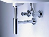 Хромированный сифон для раковины в ванной комнате