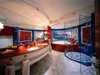 Интерьер красивой шикарной ванной комнаты