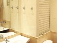 Рольставни в туалете и ванной