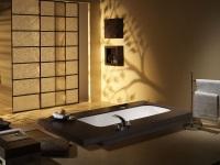 Встраиваемая ванна с подиумом и седеньями