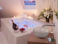 Романтический вечер в ванной комнате