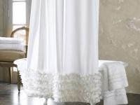 Тканевая белая шторка для ванной комнаты