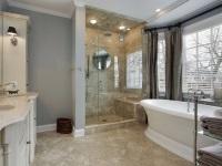Ванна и душевая кабина в одной ванной комнате