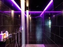 Темно-фиолетовая ванная