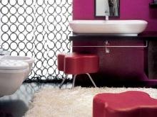 Различные оттенки фиолетового в ванной
