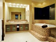 Зонирование - перегородка и ванна на подиуме