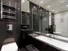 Грамотно расположенные зеркала в ванной комнате