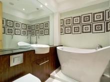 Одно зеркало в ванной для зрительного увеличения простраства