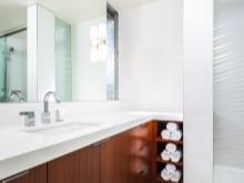 Зеркало в ванной комнате расположенное дальше от контакта с водой