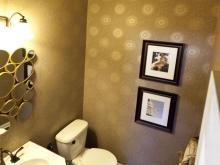 Обои на стенах в ванной в стиле арт-деко
