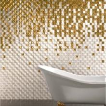Золотая отделка в большой ванной