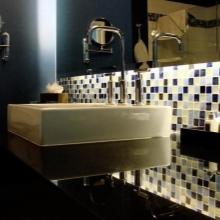 Черно-золотая мозаика для ванной