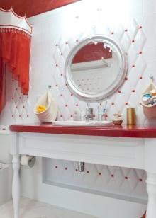 Красная столешница в ванной