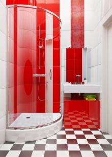 Отделка стен в белой ванной