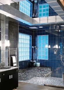Темная зеркальная плитка для ванной комнаты