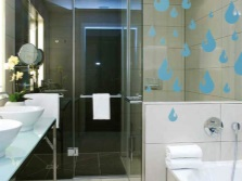 Пленка и наклейки в ванной
