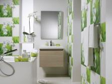 Зеленая ванная комната с живыми цветами