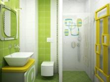 Зеленая ванная комната с желтым декором
