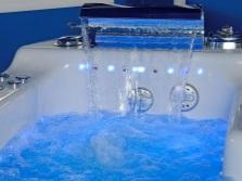 ванна с гидромассажем подсветка синяя