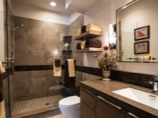 Комбинирование ванной коричневого и светлого цвета
