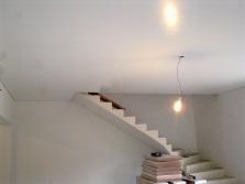 глянцевая краска на потолке