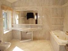 Красивая мраморная ванная