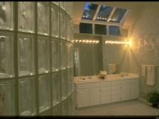 Светильники над умывальником в ванной комнате