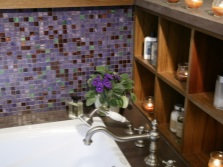 Полочки у смесителя ванны