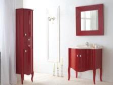 Красная мебель в белой ванной