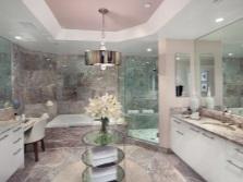 Ванная комната: ванна и душевая кабина
