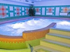 Крытый гидромассажный бассейн