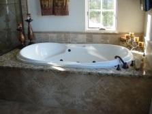 Экран под ванну отделанный плиткой