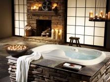 Красивая ванна со свечами
