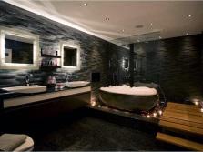 Натяжные потолки и источники света в ванной комнате