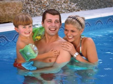 Купание летом всей семьей