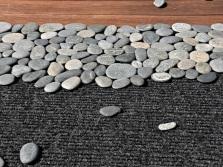 Раскладываем камни на поверхности