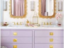 Сиреневая ванная с золотыми элементами
