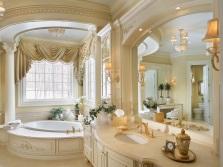 Красивая современная ванная в классическом стиле