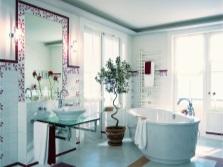 Современная ванная комната с яркими акцентами