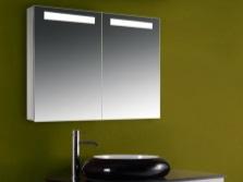 Зеркальный шкаф с подсветкой для ванной комнаты