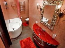 Отделка аксессуаров под золото в ванной