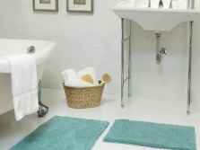 Небольшое количество аксессуаров необходимых для ванны