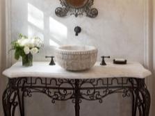 Кованые элементы декора в ванной