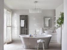 Белая ванная с серыми акцентами