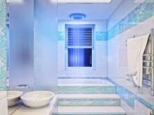 Светлые оттенки синего в ванной комнате