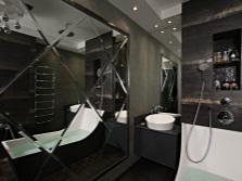 Черная ванная с зеркальной стеной