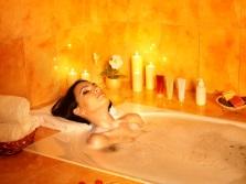 Ярко-оранжевая ванная комната
