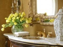 Тюльпаны в ванной